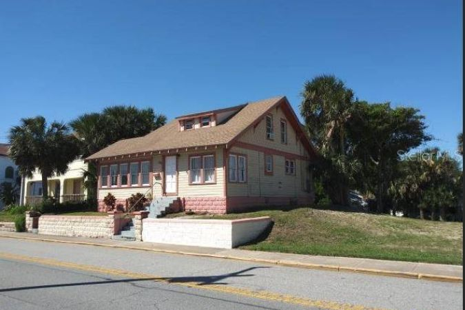 38 S Grandview Avenue Daytona Beach, FL 32118