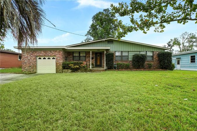 7401 Hennessy Road Jacksonville, FL 32244
