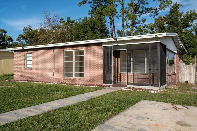 917 Shorecrest Avenue Deltona, FL 32725